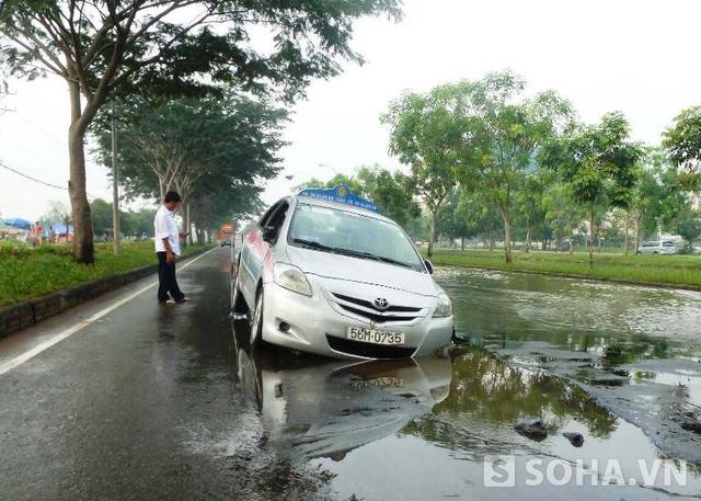 Chiếc taxi bị sụp