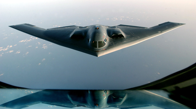 Máy bay ném bom tàng hình B-2 của Mỹ