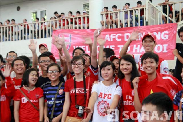 Trong đó, Có khoảng 100 CĐV từ TP.HCM và Đà Nẵng bay ra Hà Nội để theo dõi Arsenal thi đấu với ĐTVN.