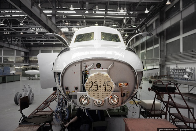 Phần mũi máy bay với radar thời tiết
