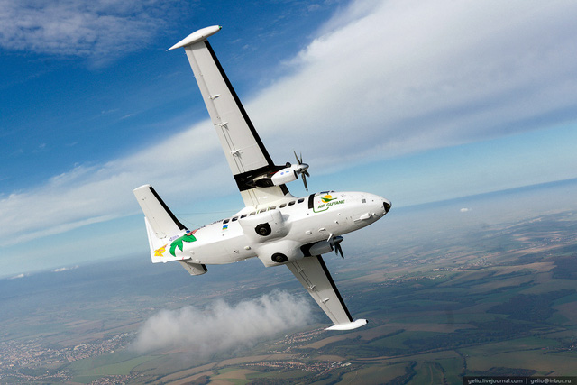 Trong thời gian hai ngày tập huấn, các học viên được giới thiệu về vũ khí trang bị mới như máy bay CASA-212, DHC-6, EC-255 và đặc biệt là có cả loại máy bay vận tải L-410 của Cộng hòa Séc sản xuất.