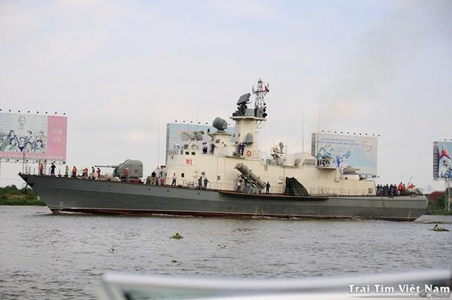 Tàu tên lửa Molniya của Việt Nam ra biển thử nghiệm với các ống phóng tên lửa chống hạm Uran-E