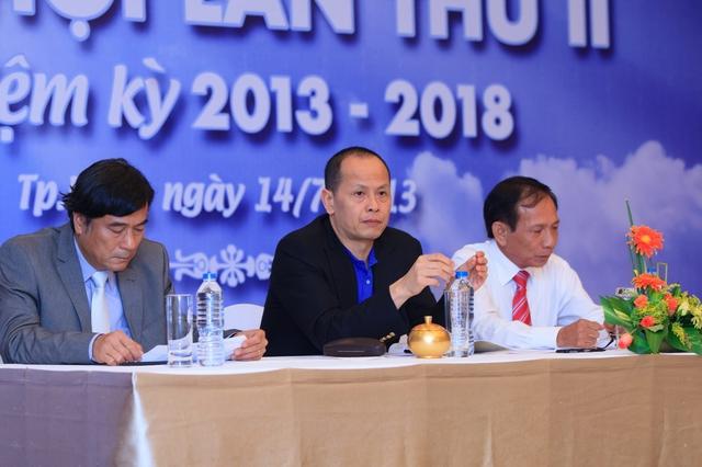 Ông Nguyễn Quang Minh (áo trắng, giữa).