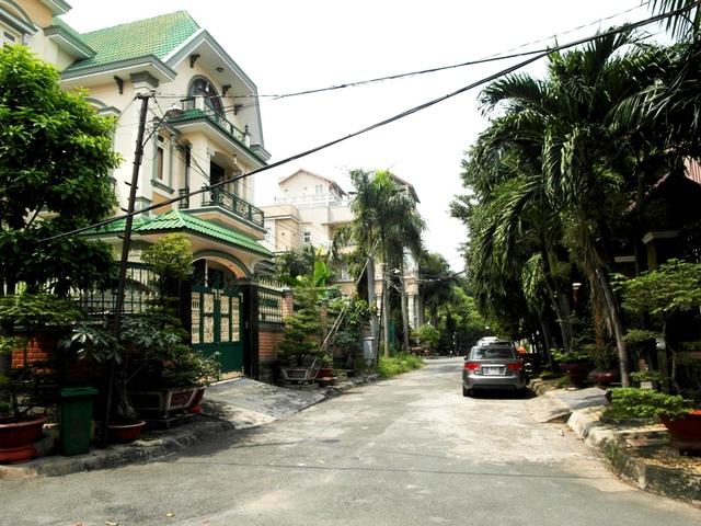 Căn biệt thự của Phước Sang nằm trong một khu dân cư yên tĩnh.