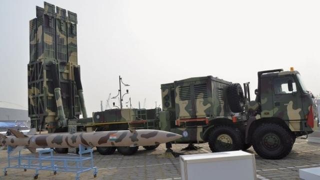 Tên lửa Pragati được trưng bày tại triển lãm hàng không ADEX 2013