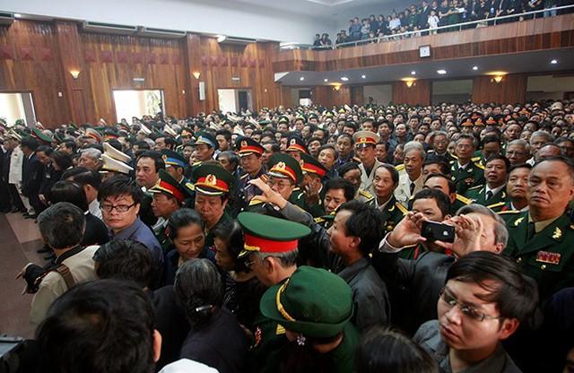 Người dân ở Quảng Bình truy điệu Đại tướng