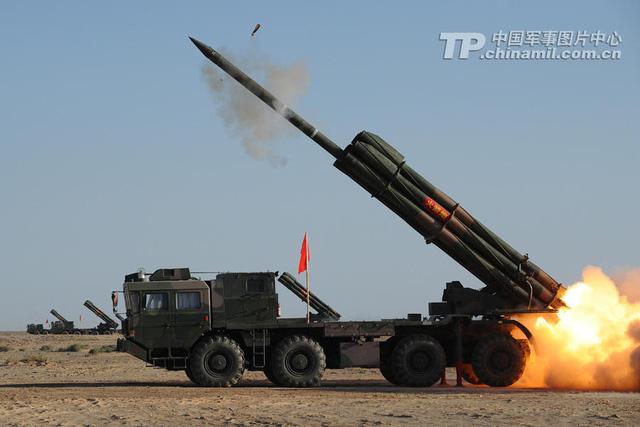 Trung Quốc có lực lượng pháo binh và tăng thiết giáp vượt trội Nga