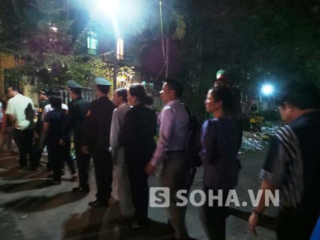 Những người cuối cùng vào viếng Đại tướng Võ Nguyên Giáp trong tối 10/10.