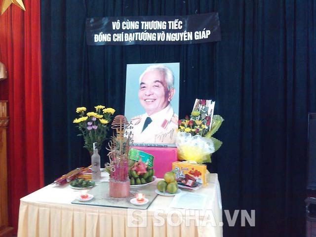 Bàn thờ Đại tướng được đặt tại trụ sở Hội Cựu chiến binh tỉnh Điện Biên.