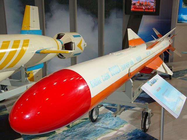 Tên lửa hành trình chống hạm C-802 (YJ-82)