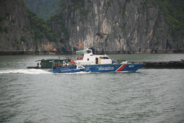 Tàu tuần tra số hiệu 4002 của cảnh sát biển Việt Nam