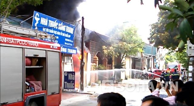 Cháy lớn công ty sơn ở Từ Liêm
