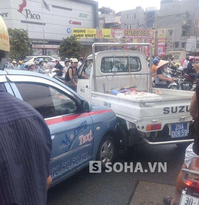 Chạy  400m tài xế bị cảnh sát chặn lại.