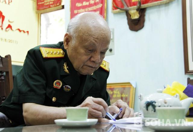 Bước sang tuổi 82 nhưng Đại tá Nguyễn Huyên đã có gần 40 năm làm trợ lý cho Đại tướng Võ Nguyên Giáp
