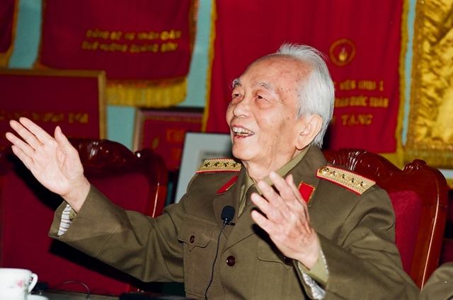 Nhìn lại những khoảnh khắc vui vẻ của Đại tướng Võ Nguyên Giáp