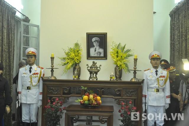 Bàn thờ Đại tướng Võ Nguyên Giáp (Ảnh: Tuấn Nam)