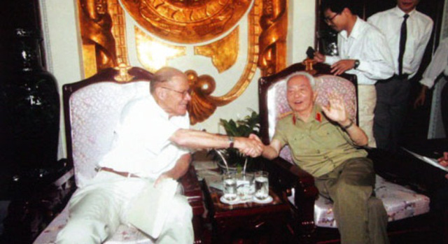 Đại tướng Võ Nguyên Giáp trong cuộc gặp với cố Bộ trưởng Quốc phòng Mỹ McNamara.