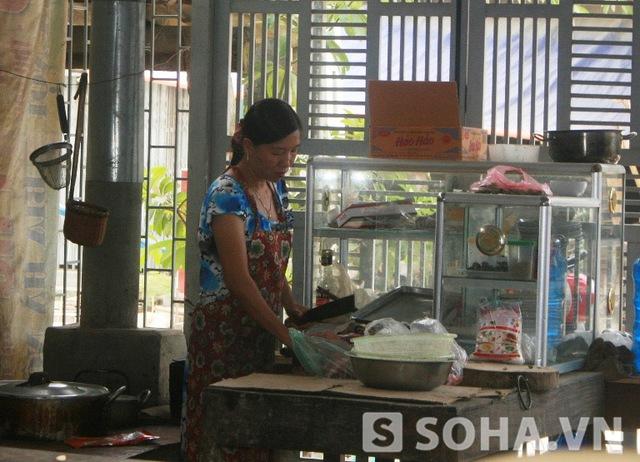 Chị Thanh và cuộc sống hiện tại là bán đồ ăn để mưu sinh và nuôi các con