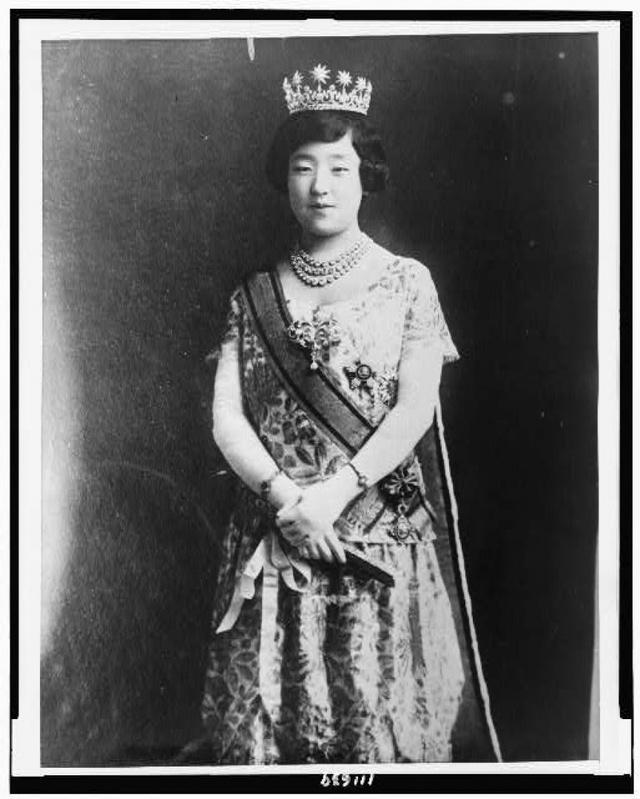 Ở bà mọi người luôn tìm thấy phong cách quý phái điển hình của quý tộc Nhật Bản.