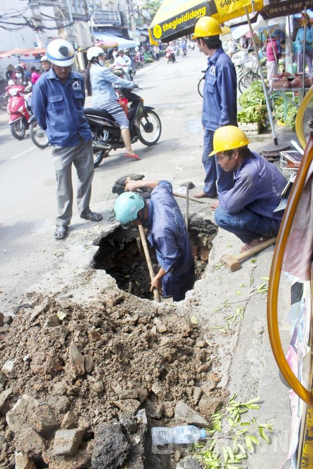 Cơ quan chức năng cố gắng khắc phục xong sự cố để đảm bảo an toàn cho người dân và các phương tiện lưu thông qua khu vực này.