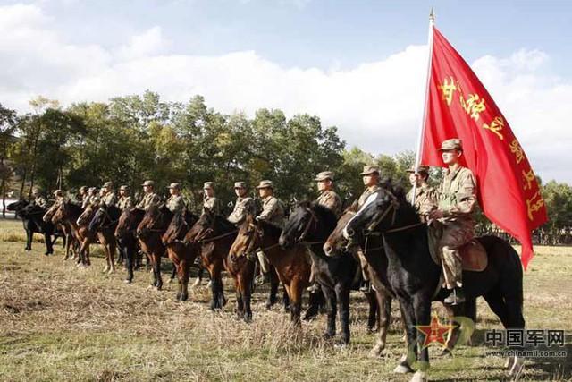 Thêm vào đó với thói quen của người dân sống tại khu vực đồng cỏ như ở vùng Nội Mông, TQ việc di chuyển bằng ngựa đã trở nên hết sức quen thuộc và thói quen này cũng đã trở thành truyền thống của họ.