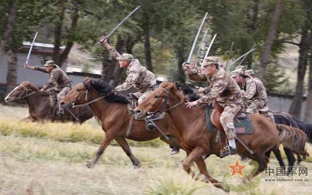 Hình ảnh đội quân kỵ mã của TQ tham gia diễn tập vào ngày 4/8 vừa qua được báo chí nước này đưa tin.