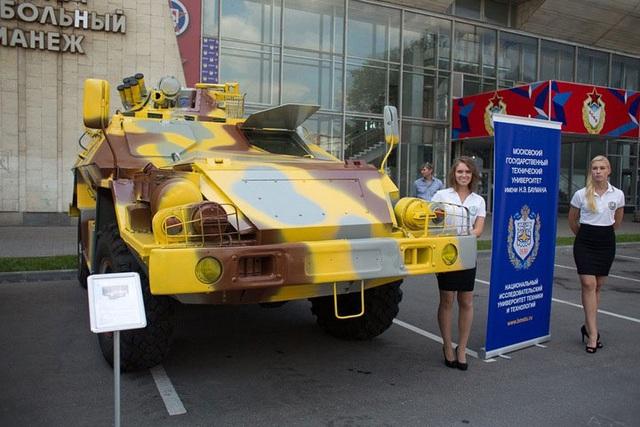 Một biến thể xe bọc thép Bulat với mô đun vũ khí điều khiển từ xa đặt trên nóc xe lần đầu tiên được Nga giới thiệu.