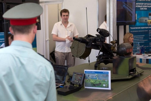 Phương tiện robot này có thể được trang bị nhiều loại mô đun vũ khí khác nhau để thực hiện các nhiệm vụ trinh sát, diệt tăng... Trong ảnh là bộ khung robot chiến đấu sử dụng súng phóng lựu.