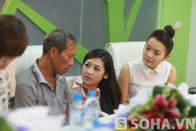 Á hậu Việt Nam phỏng vấn khiến bố thủ khoa Đại học Y rưng tưng nước mắt
