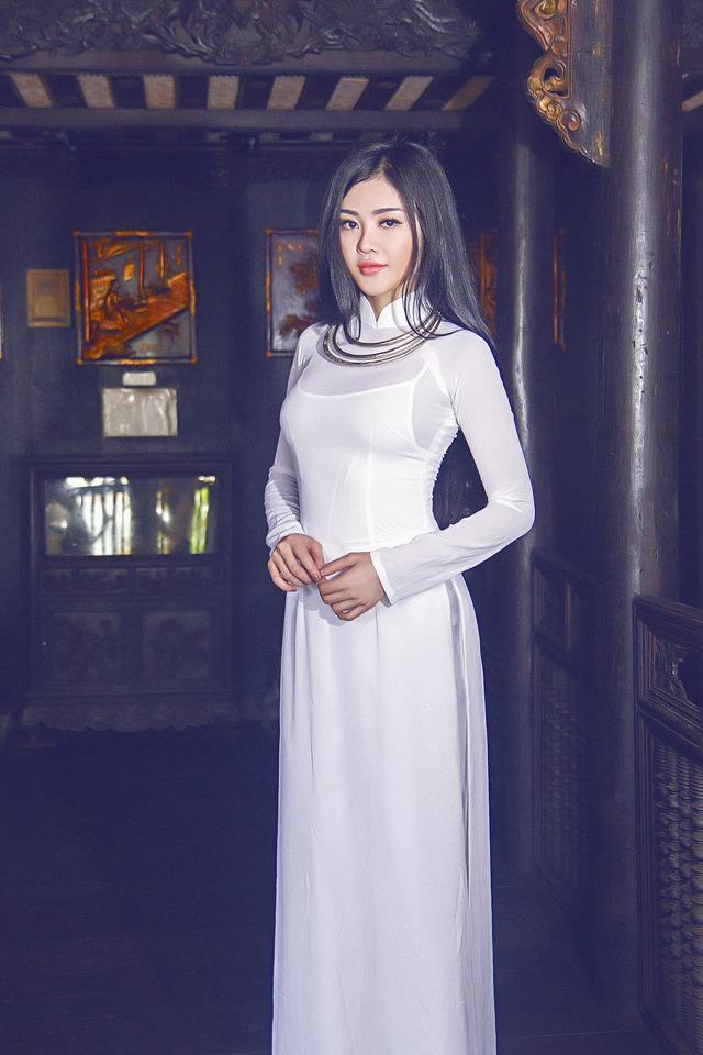 Hình ảnh trong sáng của Hoa hậu kế nhiệm Ngọc Trinh