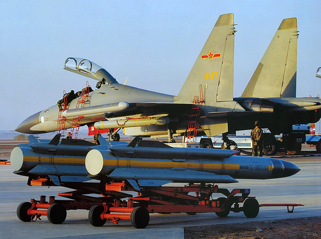 Tên lửa chống radar Kh-31P và máy bay SU-30MKK của Trung Quốc