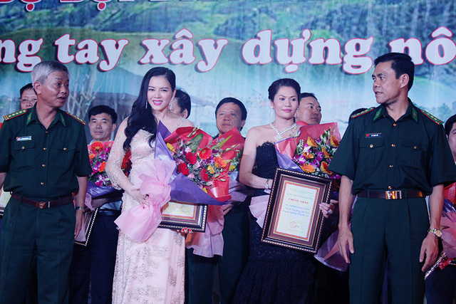 Lý Nhã Kỳ đóng góp 1 tỉ đồng cùng xây dựng nông thôn mới ở vùng biên Hà Tĩnh