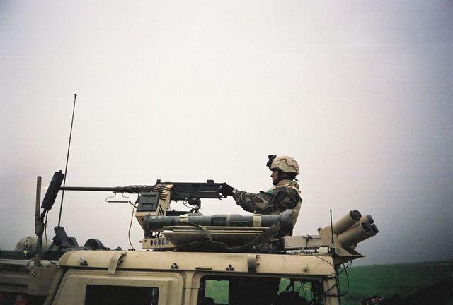 Một lính Mũ nồi xanh tại trận Debecka, sử dụng đại liên 12.7mm M2.