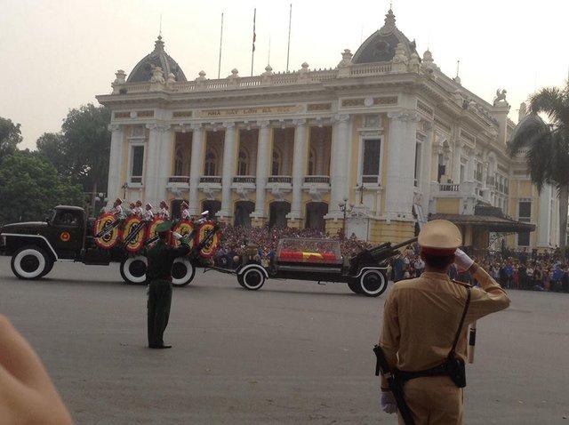 Linh cữu Đại tướng về qua 30 Hoàng Diệu - ngôi nhà của Đại tướng