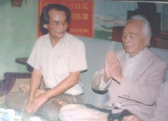 Ảnh chụp chung của nhà văn Sơn Tùng và Đại Tướng Võ Nguyên Giáp.