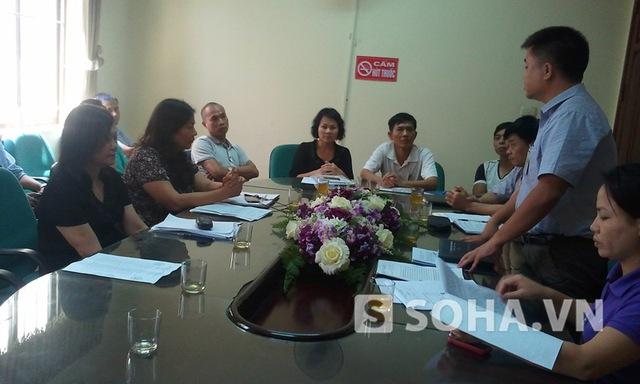 Ông Nguyễn Công Hiệp, chủ tịch phường Định Công, Hoàng Mai, HN làm chủ trì cuộc họp