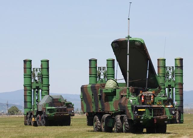 Tổ hợp tên lửa phòng không S-300PMU1