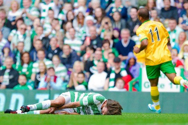 Agbonlahor phạm lỗi thô bạo với Louis