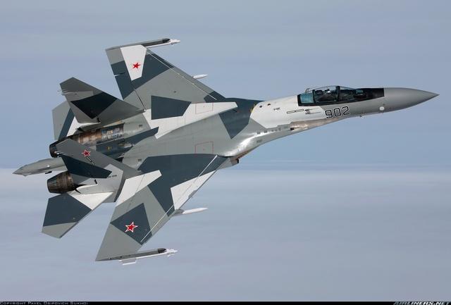 Đối mặt với sự cắt giảm ngân sách trầm trọng do suy thoái kinh tế, Nga buộc phải bán các hệ thống vũ khí tối tân cho Trung Quốc (Trong ảnh: Tiêm kích đa năng Su-35)