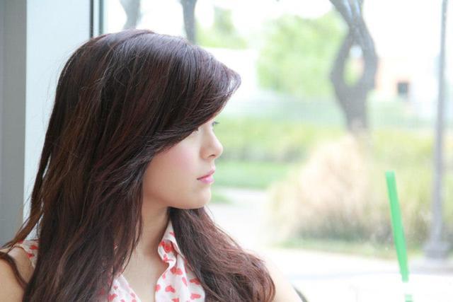 Cận cảnh nét đáng yêu của cô nàng giống hệt Phạm Quỳnh Anh
