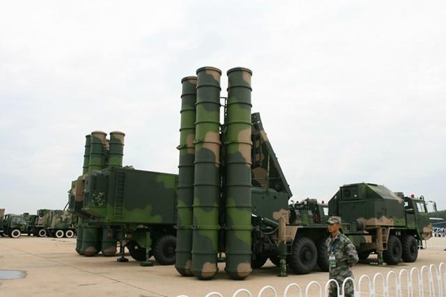 Hệ thống phòng thủ tên lửa FD-2000 của Trung Quốc.