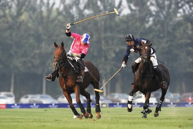 Học chơi polo là cách mà những gia đình giàu có nhất Trung Quốc muốn con cái họ chuẩn bị cho cuộc sống mới ở phương Tây
