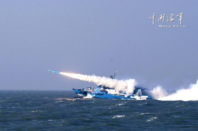 Ngoài ra, Type 022 có thể mang được tên lửa hành trình đối đất tầm xa HN-2 có tầm bắn lên tới 1.800km, mang đầu đạn nặng 400kg.