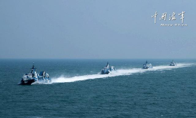 Type-022 có lượng giãn nước 220 tấn, dài 42,6m, thủy thủ đoàn 12 người. Tàu có khả năng đạt vận tốc 36 hải lý/h.