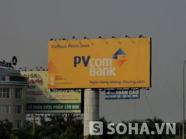 Biển quảng cáo PVcombank trên đường ra sân bay Nội Bài
