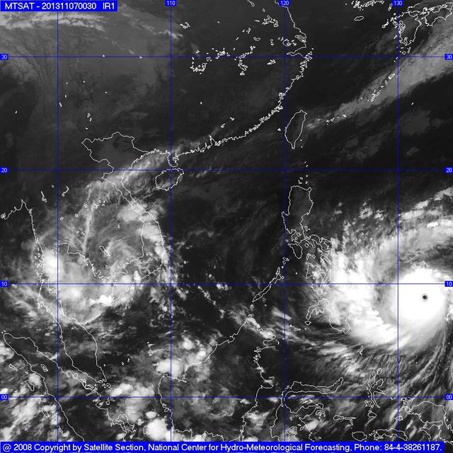 Đường đi của bão Haiyan nhìn từ vệ tinh.