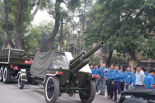 Những chiếc xe pháo trong buổi diễn tập. Ảnh: Tri thức