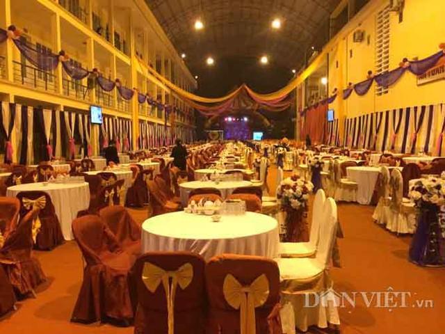 Tối 27.3, việc trang hoang khu vực trụ sở Điện lực thành phố Hà Giang đã sẵn sàng cho tiệc cưới của con trai lãnh đạo sở.