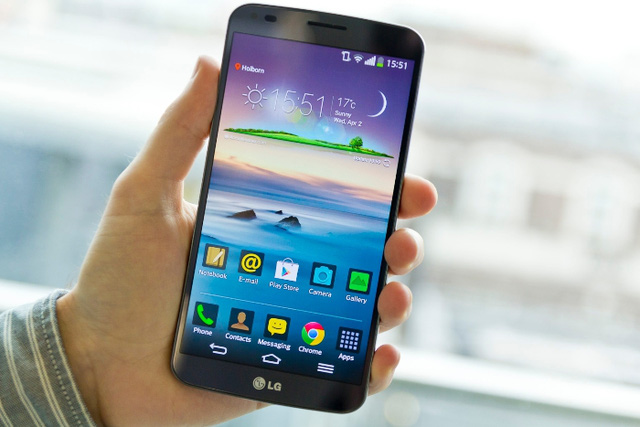 Điện thoại màn hình cong LG G Flex giảm giá 2 triệu đồng