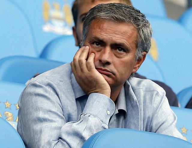 Mourinho trên khán đài Etihad của Man City